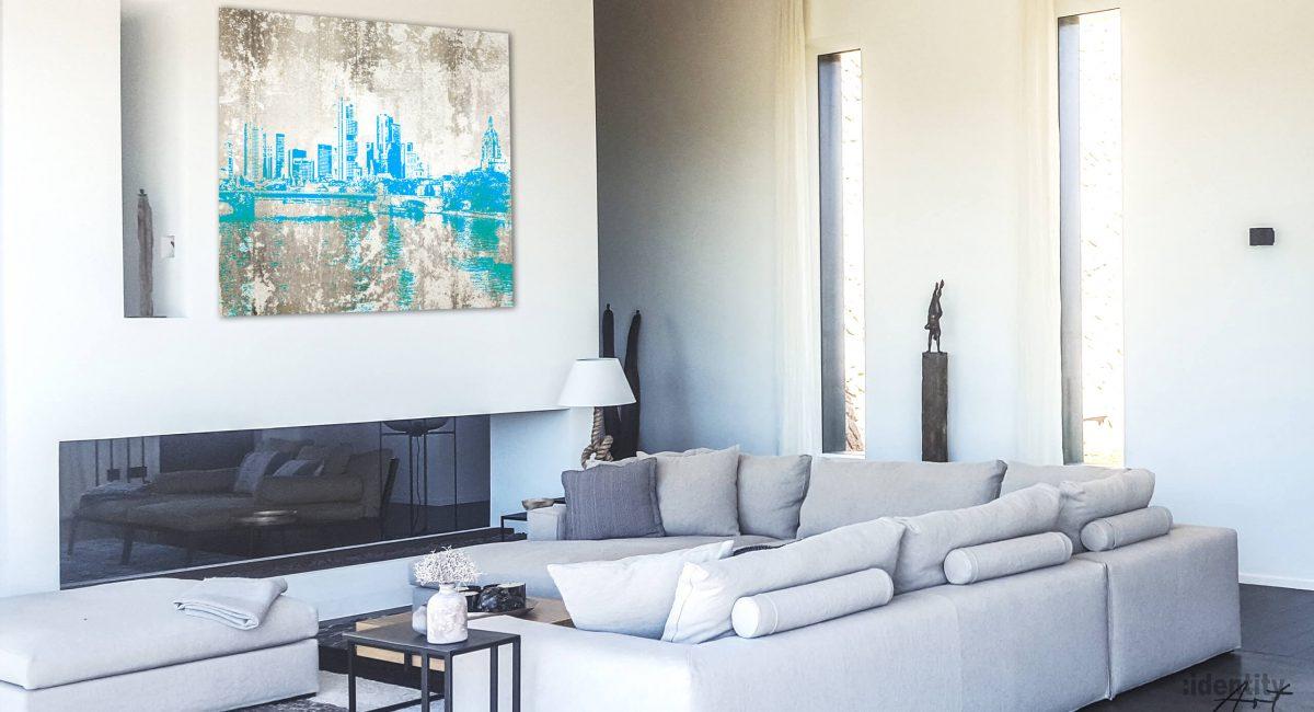 Gemälde in Naturfarben mit einer Skyline in türkisblau.